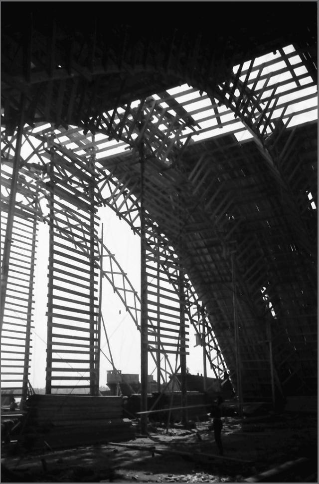 Arcul Halei de Asamblare din interior.